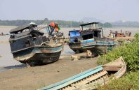 Boats on the bank, Gyaing River